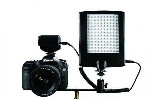 Falcon Eyes LED Lampe mit Blitz DV-120FV auf Batterie